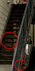 腐食した外階段アップ写真