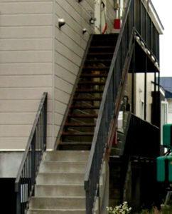 腐食した外階段写真
